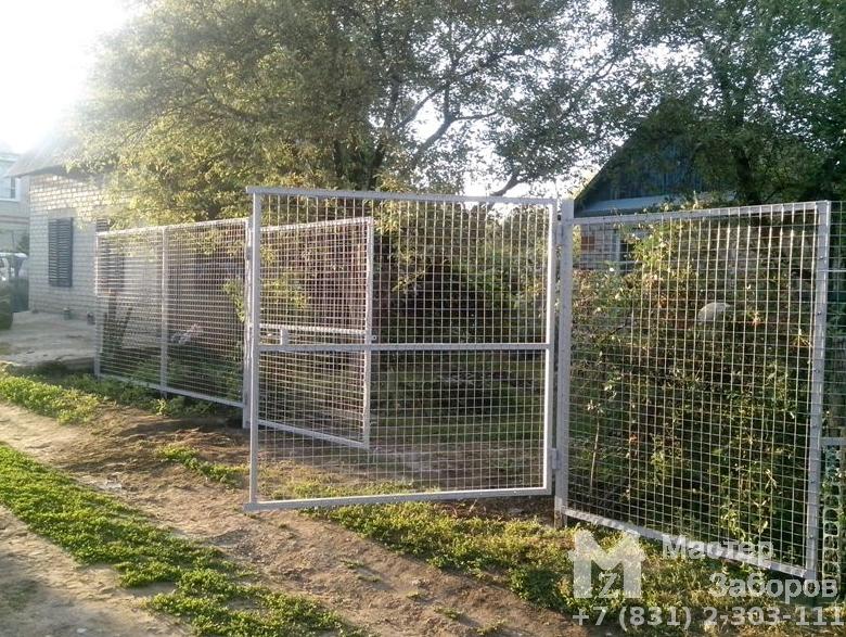 Забор из металлической решетки 286