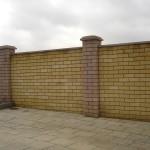 Кирпичный 2м с бетонным парапетом