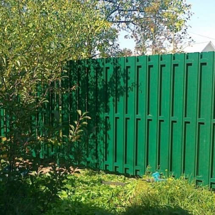Забор из двойного штакетника